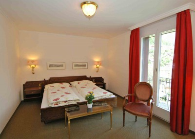 Superior Double Room (2 adults + 2 children) Bed